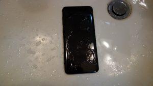 洗剤のついたGalaxy S9+